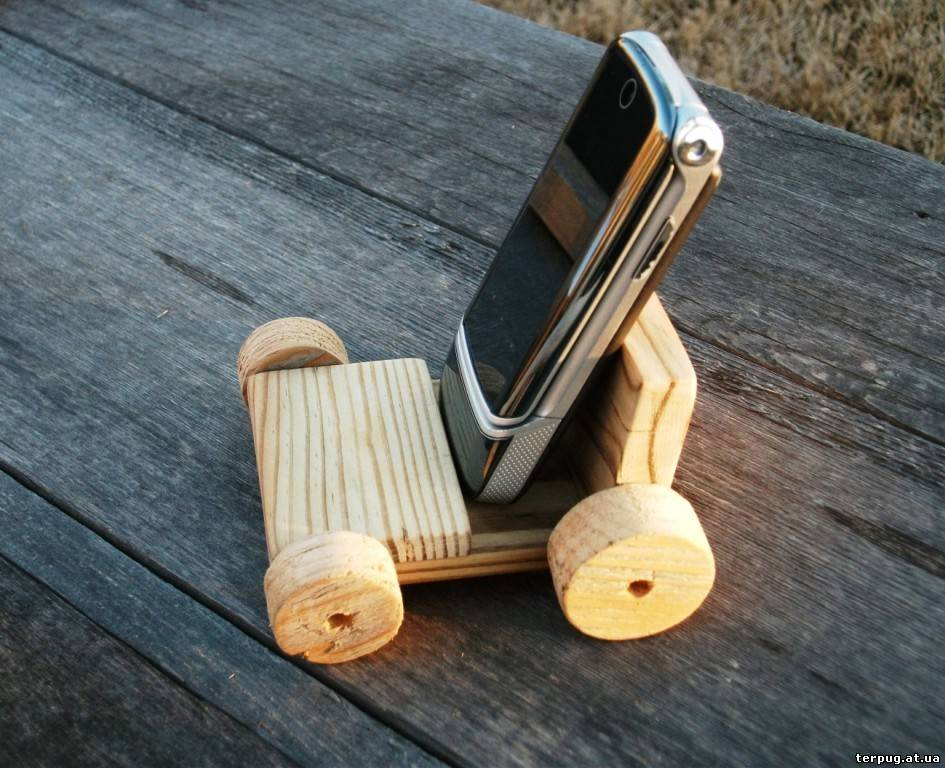 Подставки из дерева для телефона